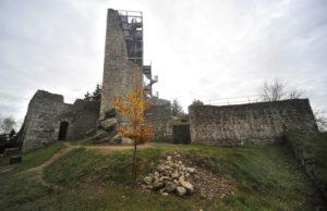 Støedovìká vìž hradu Orlík u Humpolce je po staletích znovu pøístupná díky nové rozhlednì. Dvaadvacet metrù vysoká vyhlídková vìž byla 1. listopadu poprvé otevøena pro veøejnost, bìhem prvních dvou hodin vystoupala po 104 schodech toèitého schodištì na vyhlídkovou plošinu více než stovka lidí.